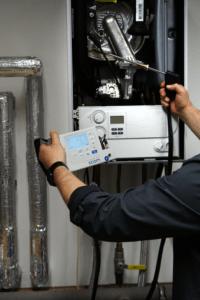 ecom-B - Abgasmessgerät Anwendung in Hand