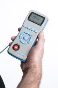 ecom-DP - Differenzdruckmessgerät in Hand