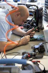 Reparatur wird ausschließlich von Fachkräften ausgeführt
